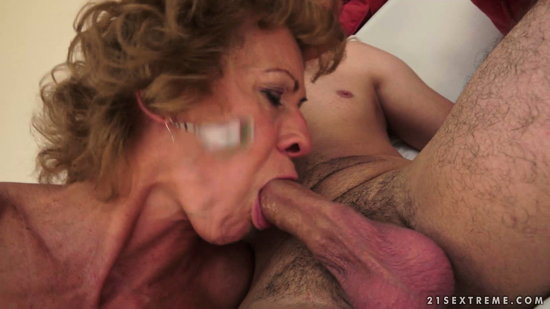 Porno Video of Mature Babe Can Be So Insatiable Sometimes And Extremely Horny