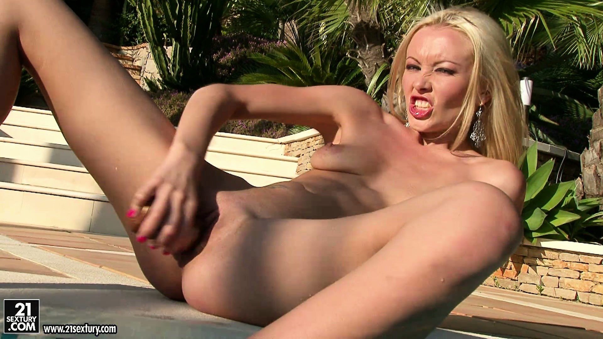 Porn Tube of Sweet Blond First-timer And Her Impromptu Sex Toys In A Hot Solo Video