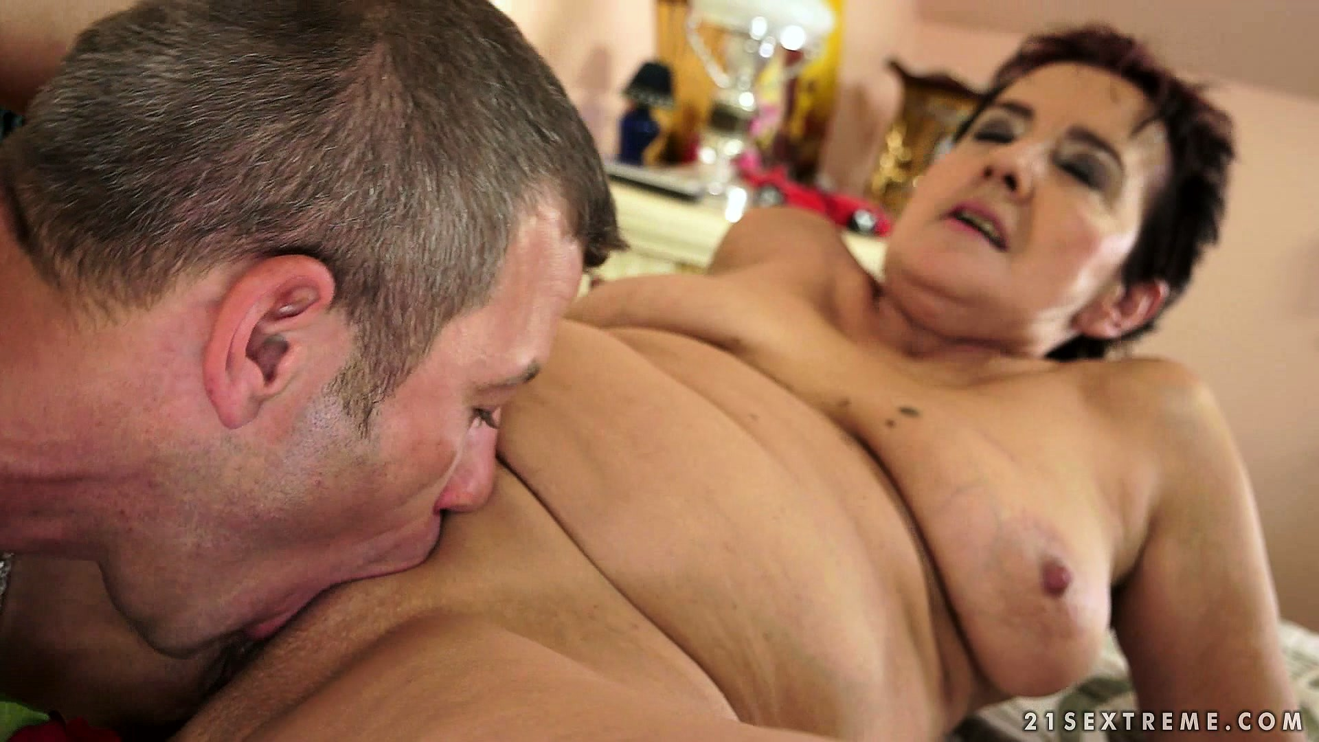 Porno Video of Veteran Hooker Tries To Remember How To Deliver Unforgettable Blowjob