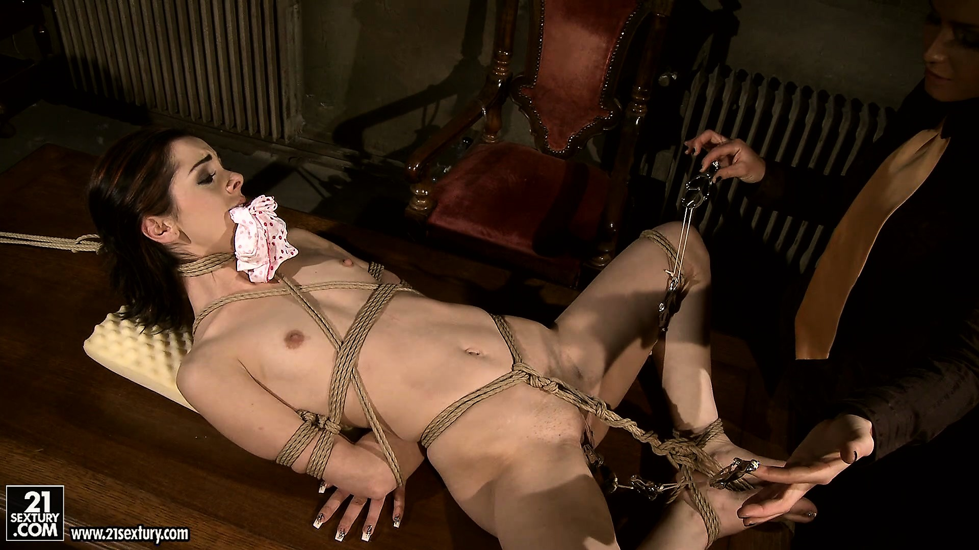 Porn Tube of Tight Ropes And Pussy Clamps Will Keep Mistress Kathia's Slut In Pain For A While