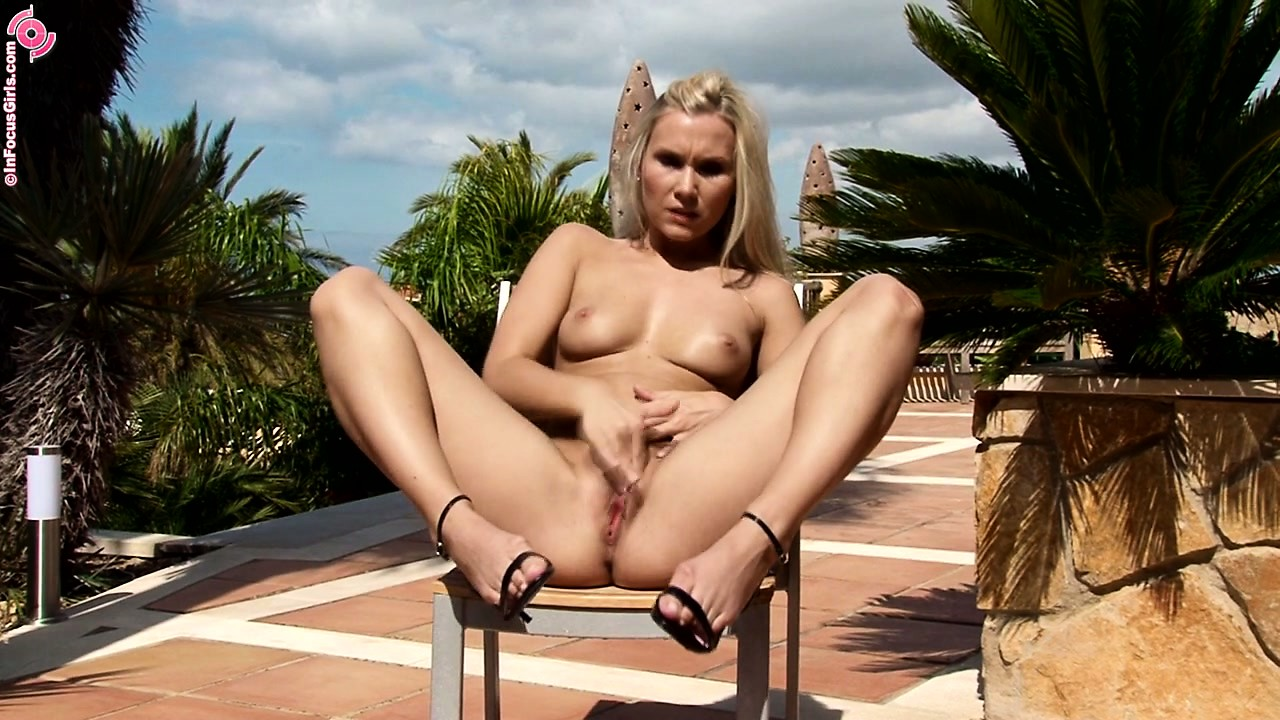 Porn Tube of Blonde Babe In High Heels Makes Her Pussy Twitch With Her Fingers
