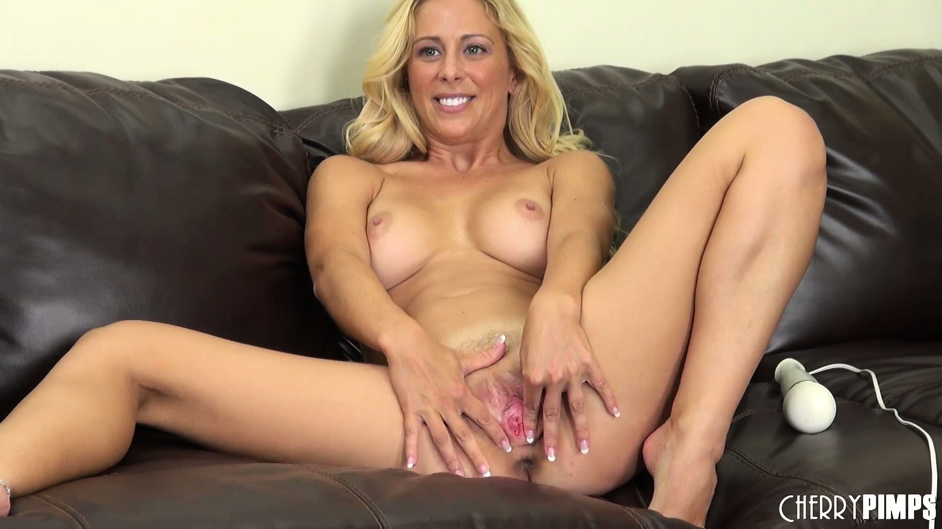 Porno Video of Cherie Deville Vibrates Her Clit And Spreads Her Lips And Fingers