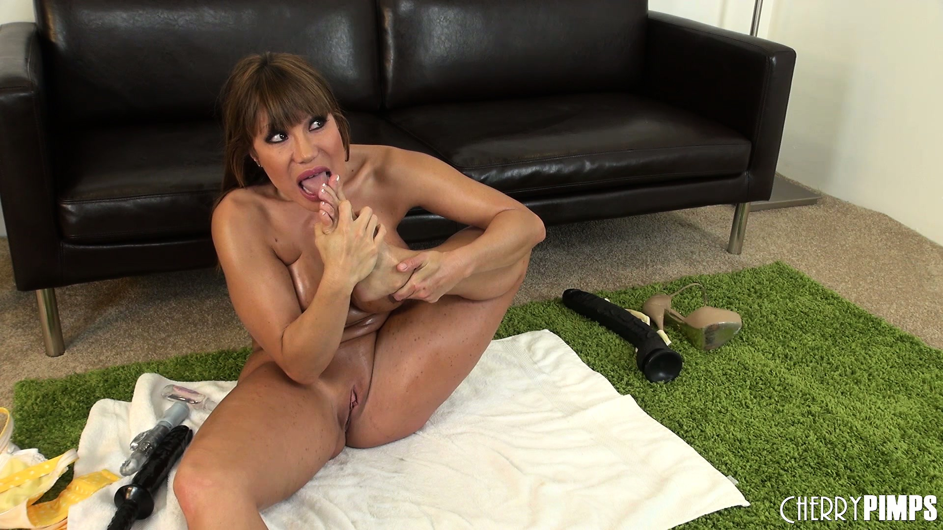 Porno Video of Hot Solo Action With Slutty Brunette Milf Ava Devine And Anal Toys