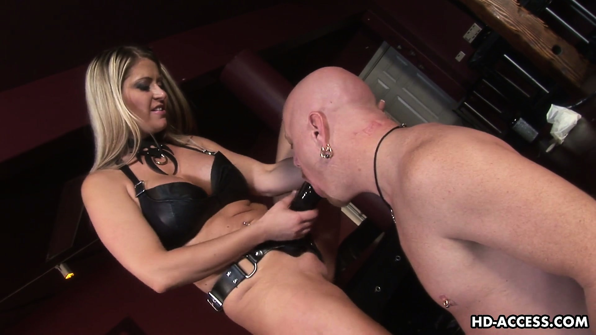 Porno Video of Mistress Nicholette Takes A Quick Ride On Her Slave's Dick Before Destroying The Guy's Ass