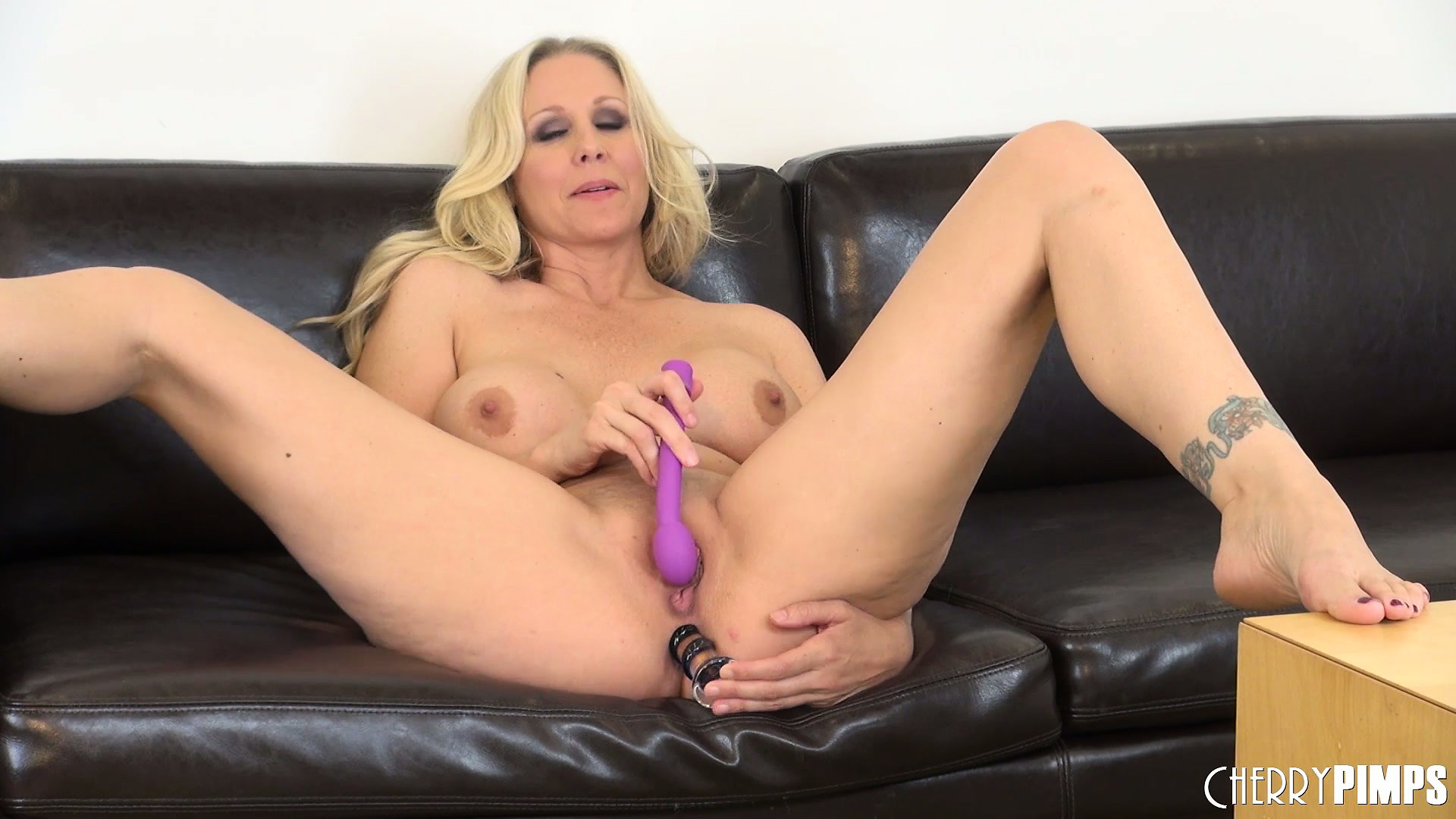 Porn Tube of Julia Ann Plugs Her Tight Pink Asshole And Dripping Wet Pussy At The Same Time