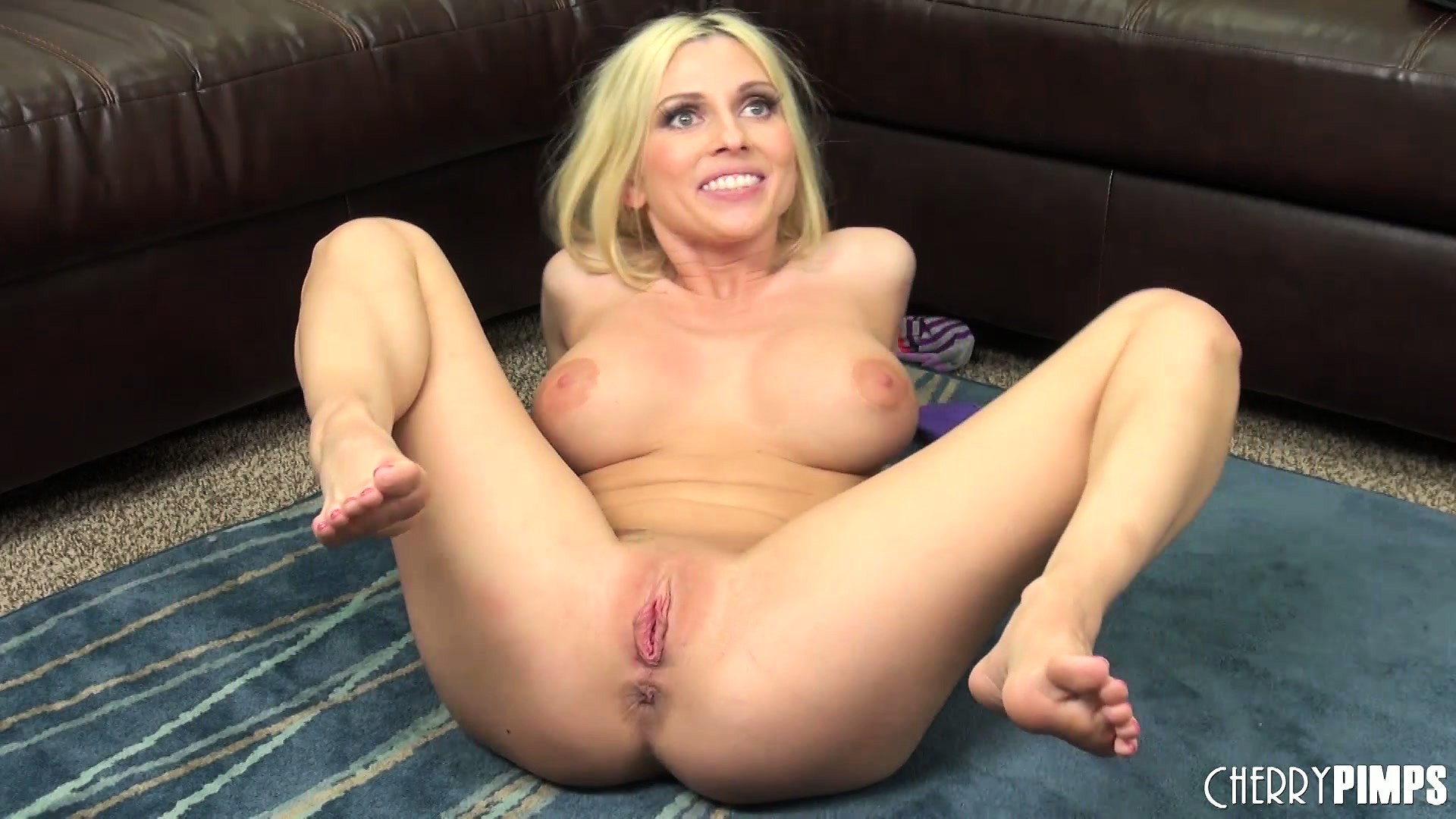 Porno Video of Christie Stevens Goes For The Gusto With Her Toy And Fingers