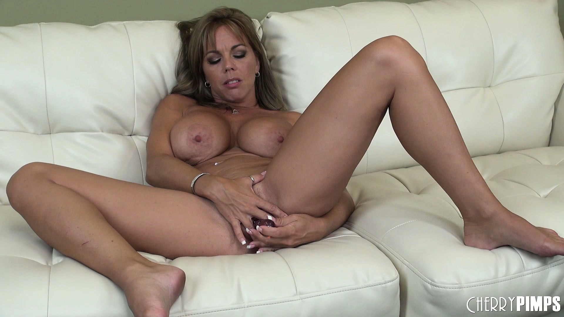 Porno Video of Stacked Blonde Cougar Amber Lynn Bach Fingers Her Tight Pussy On The Couch