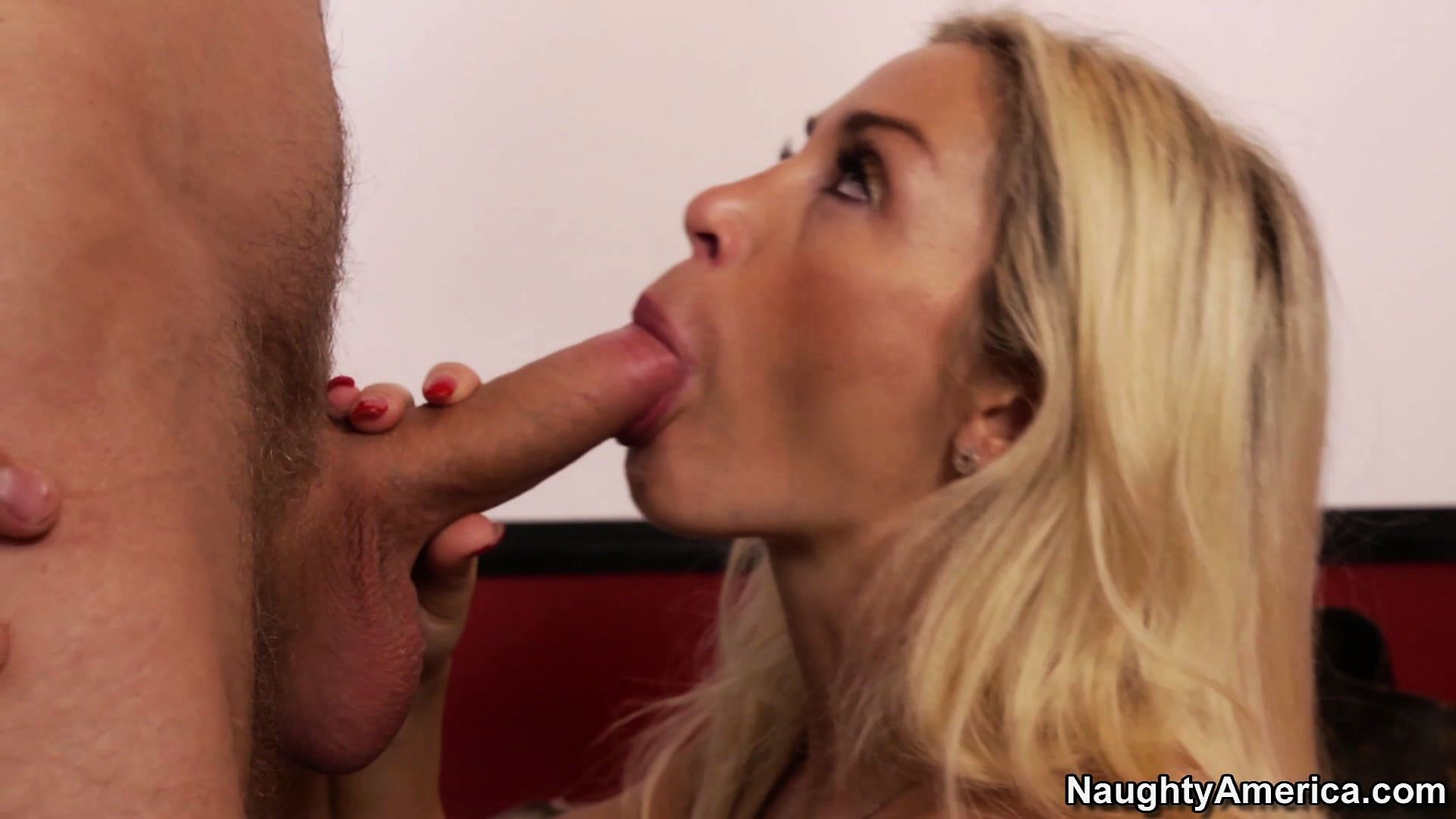 Porno Video of Dazzling Blonde Milf Evita Pozzi Shows Off Her Curvy Body And Her Blowjob Skills