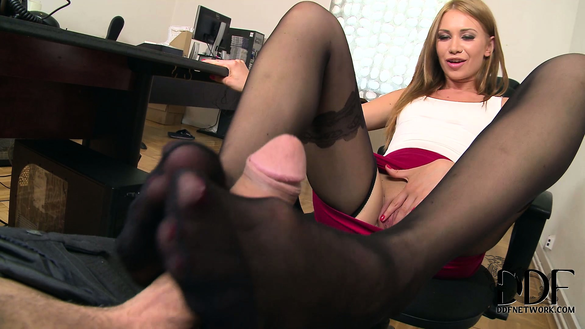 Porno Video of Secretary's Pantyhosed Feet Work Their Magic On The Horny Boss's Cock