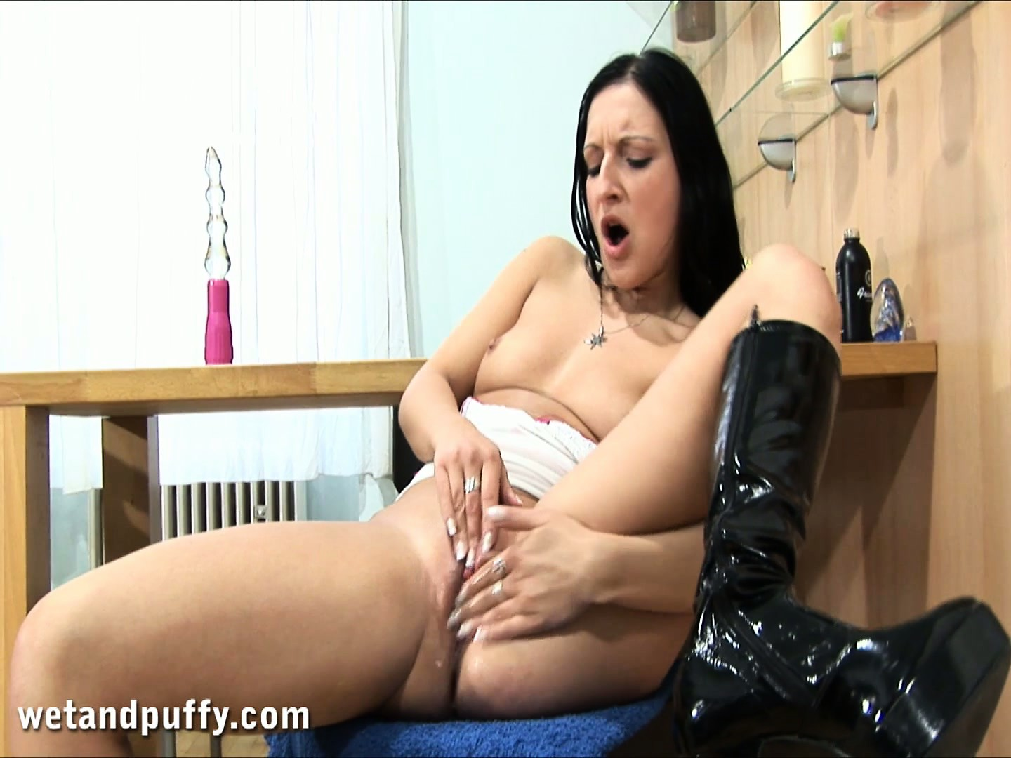 Porn Tube of Hot Brunette With A Splendid Ass Joyce Drives Her Peach To Orgasm With A Dildo