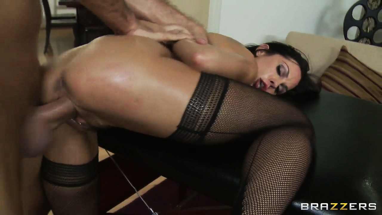 Porno Video of Nice And Deep Fucking Makes Her Scream As He Bends Her Over The Massage Table