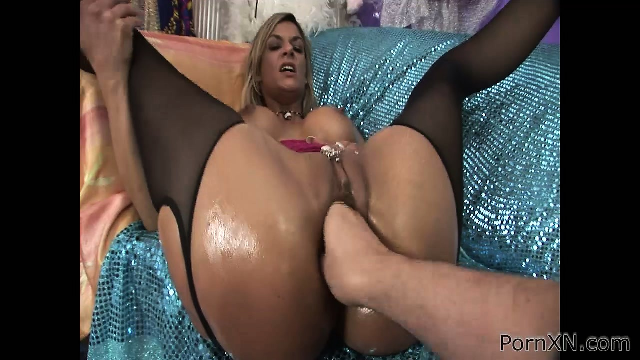 Porno Video of Crummy Bitch Klarisa Feels Big Fist Up Her Amazingly Wet Pussy