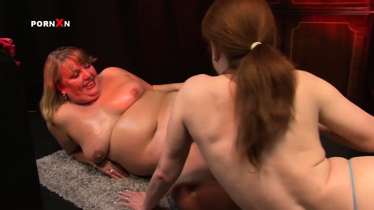 Sex Movie of Huge Fat Milf Gets Her Snatch Worked Out With A Horny Dyke's Fist