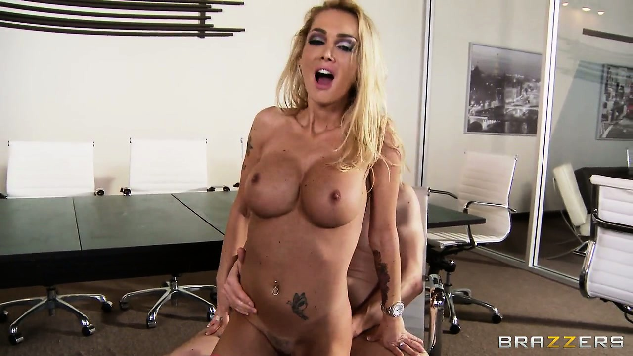 Porno Video of Blonde Babe With Huge Fake Melons Gets Her Pussy Stretched By A Fat Dick