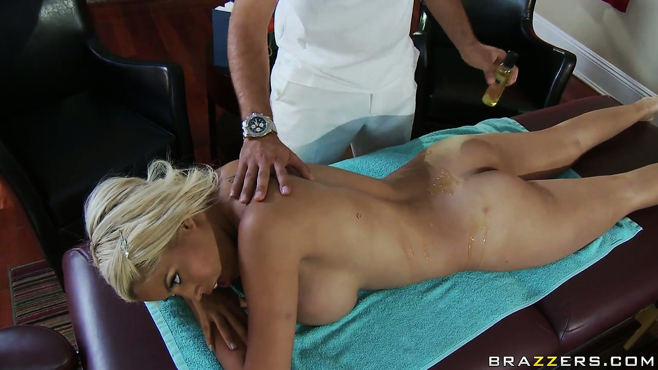 Sex Movie of Sightly Female Client Comes For Massage And Gets More Than She's Expected