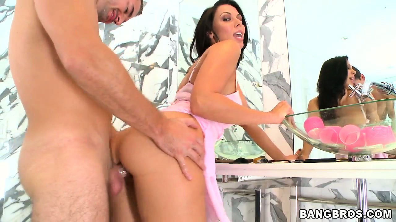 Porno Video of Rachel Starr, A Dazzling Brunette With A Perfect Ass, Gets Fucked In The Bathroom