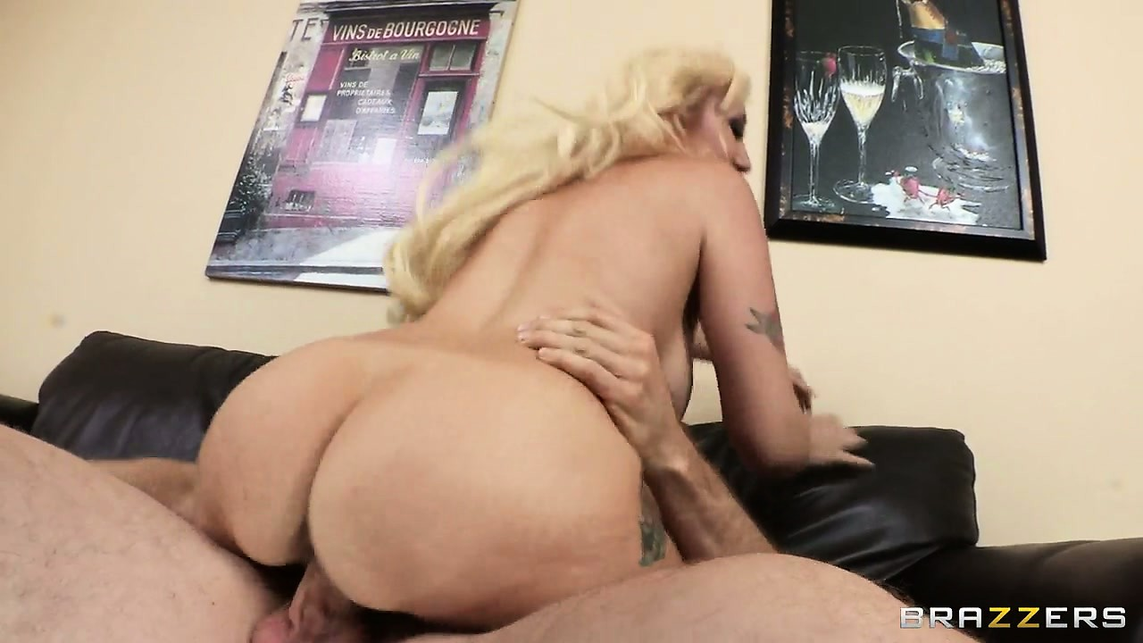 Porno Video of Big Ass Blonde Is Fond Of Having Her Tight Ass Fucked Crazily