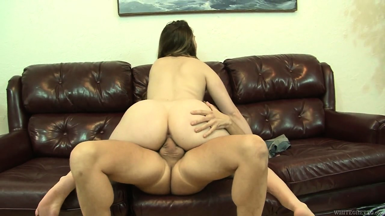Porn Tube of Chubby Milf Gets Her Hairless Pussy Creamed By A Bareback Cock