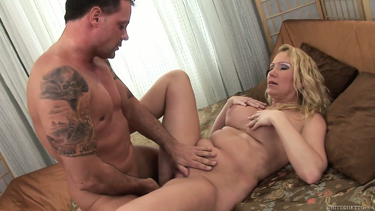 Porno Video of Stunning Mature Blonde With Awesome Tits Has A Pussy Eager To Be Satisfied