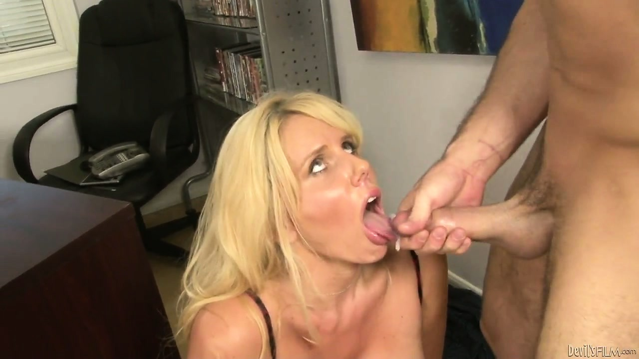 Porno Video of Cougar With Gigantic Gazongas Gets A Coat Of Jizz On Her Tongue