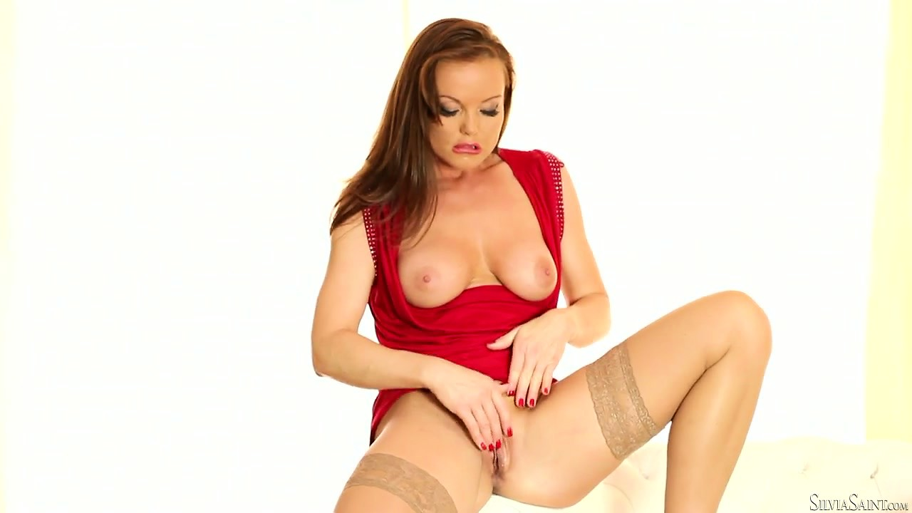Porno Video of Foxy Cougar In A Bright Red Dress Puts Out A Sensual Solo Show