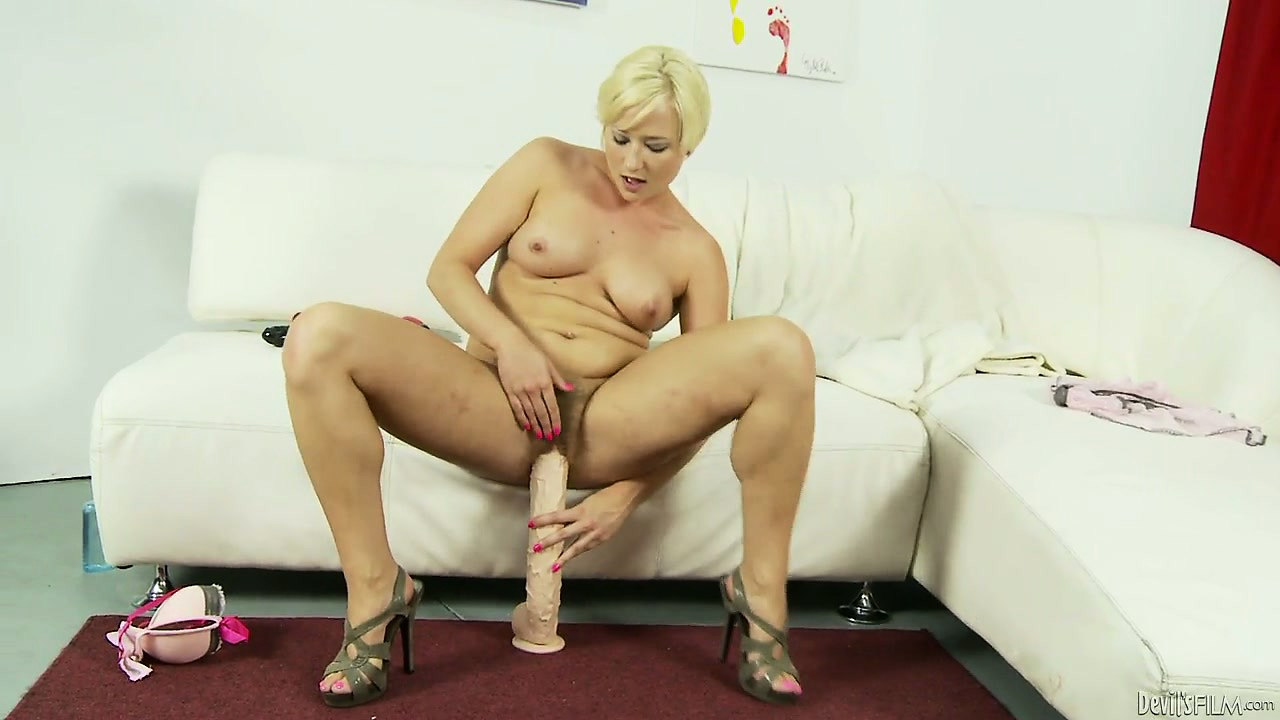 Porno Video of Her Hot Body Quivers With Pleasure As She Slowly Slides Those Big Toys In Her Cunt