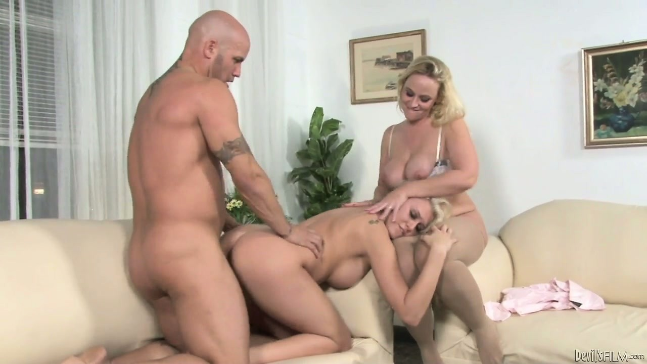 Porn Tube of Good-looking Females Would Like To Participate In Threesome Action