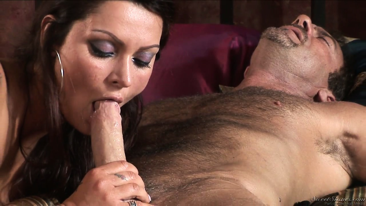 Porno Video of Brunette With Tattoos And Big Boobs Meets In A Hotel For Hot Fucking