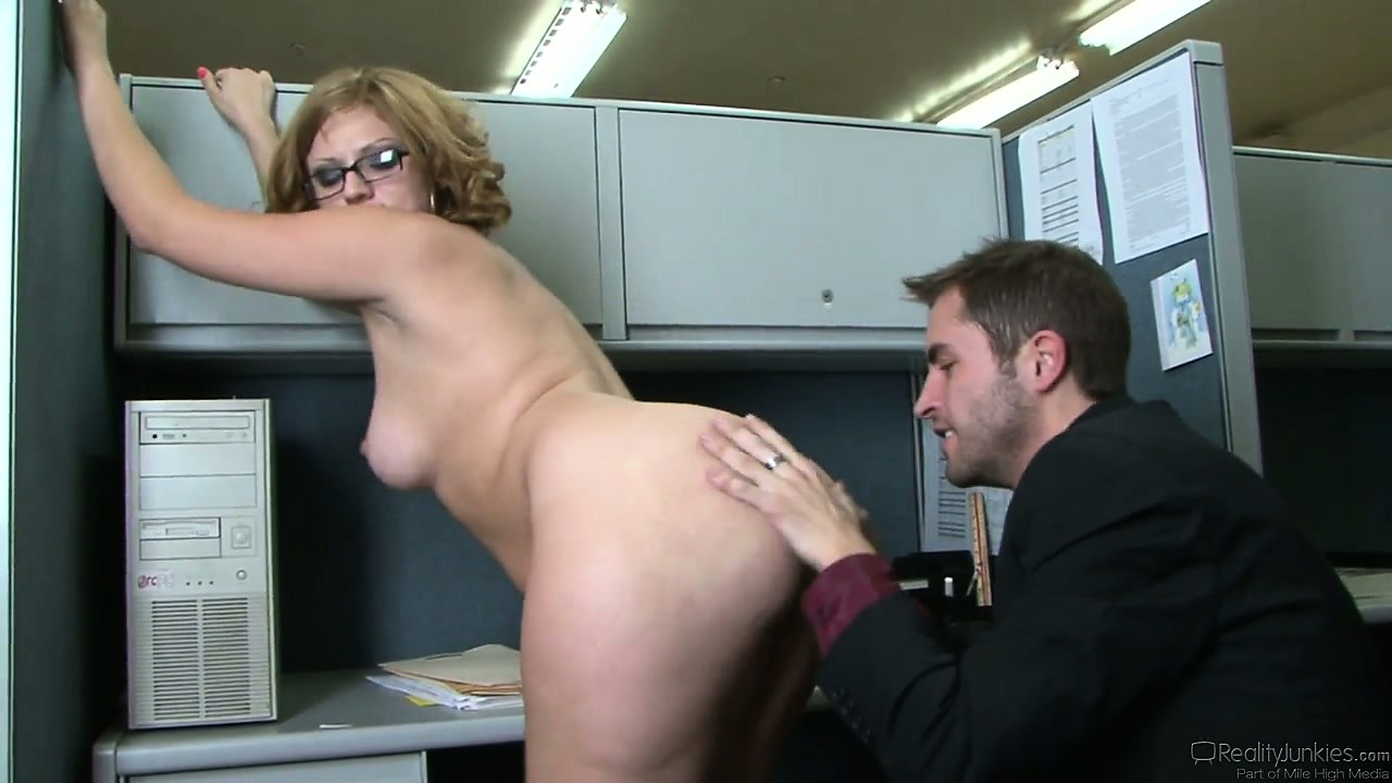 Porno Video of Office Workers Take A Break For Some Chubby Ass Floor Drilling