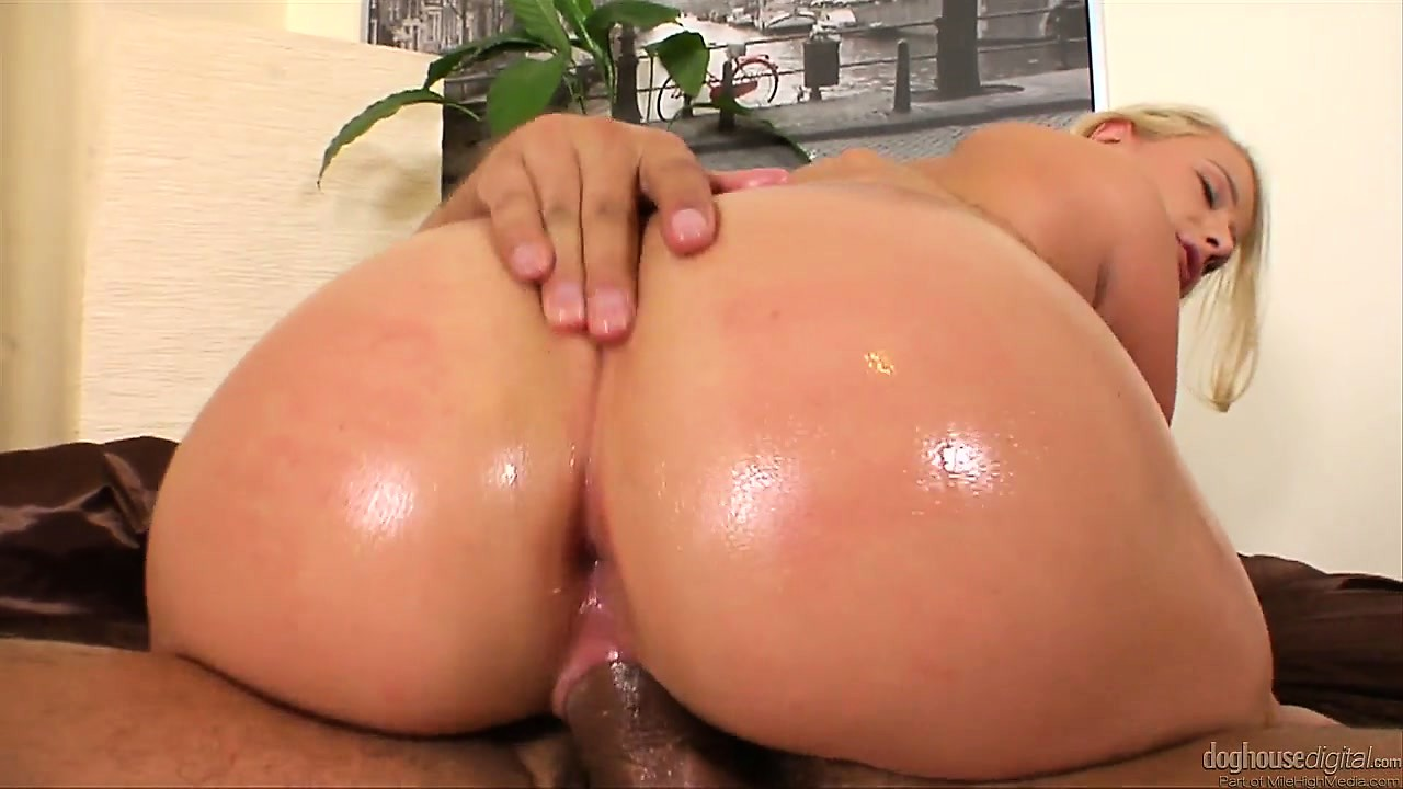 Porno Video of Johnny Sins Has Never Seen Such An Incredible, Beautiful, Oil Buttocks