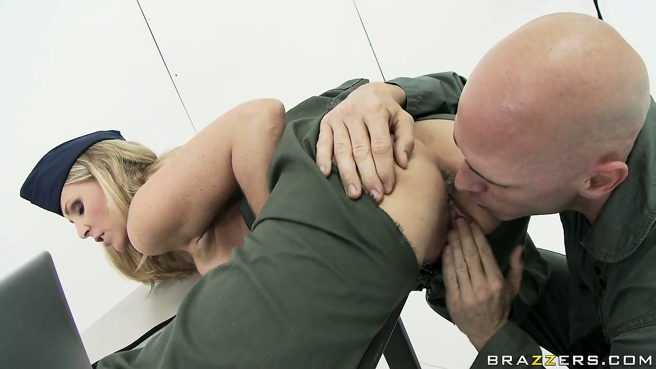 Porno Video of Milf Babe Julia Ann Rammed Hard In The Army By A Horny Soldier
