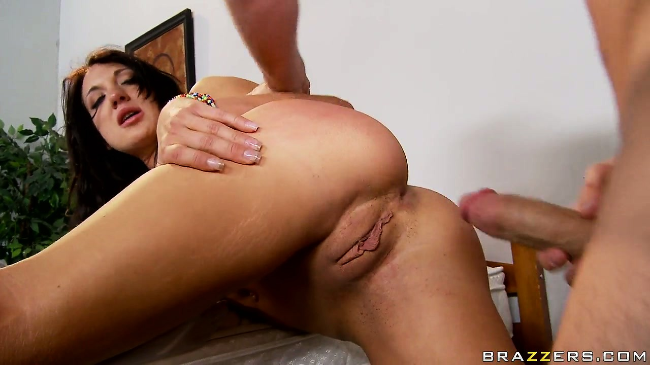 Porno Video of Amy Brooke Slammed Hard And Deep In Her Tight Asshole In A Hot Porno