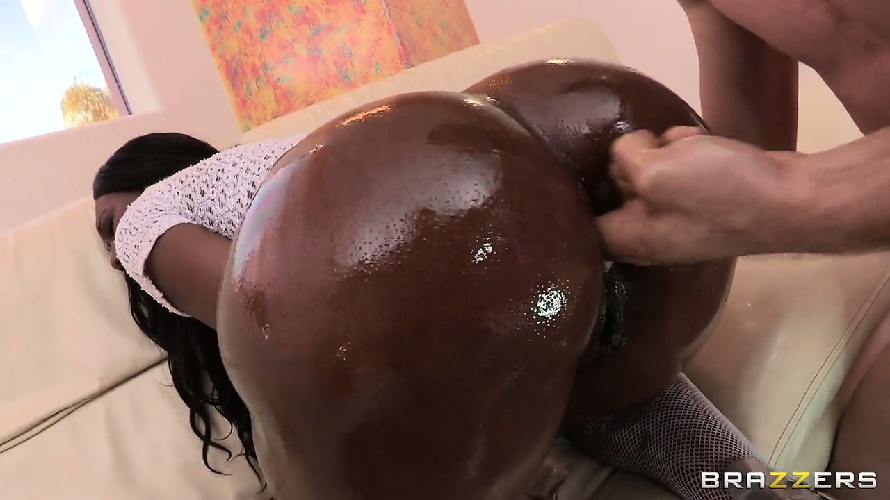 Porno Video of Oiled Up Ebony Ass Sticks Out And He Fingers Her Wet Snatch Hole