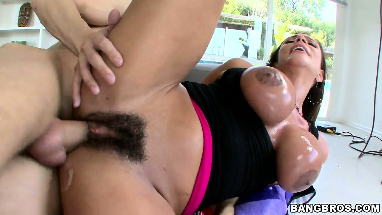 Sex Movie of She's Taking That Big Rod In Her Briar Patch And Is Left With A Creampie