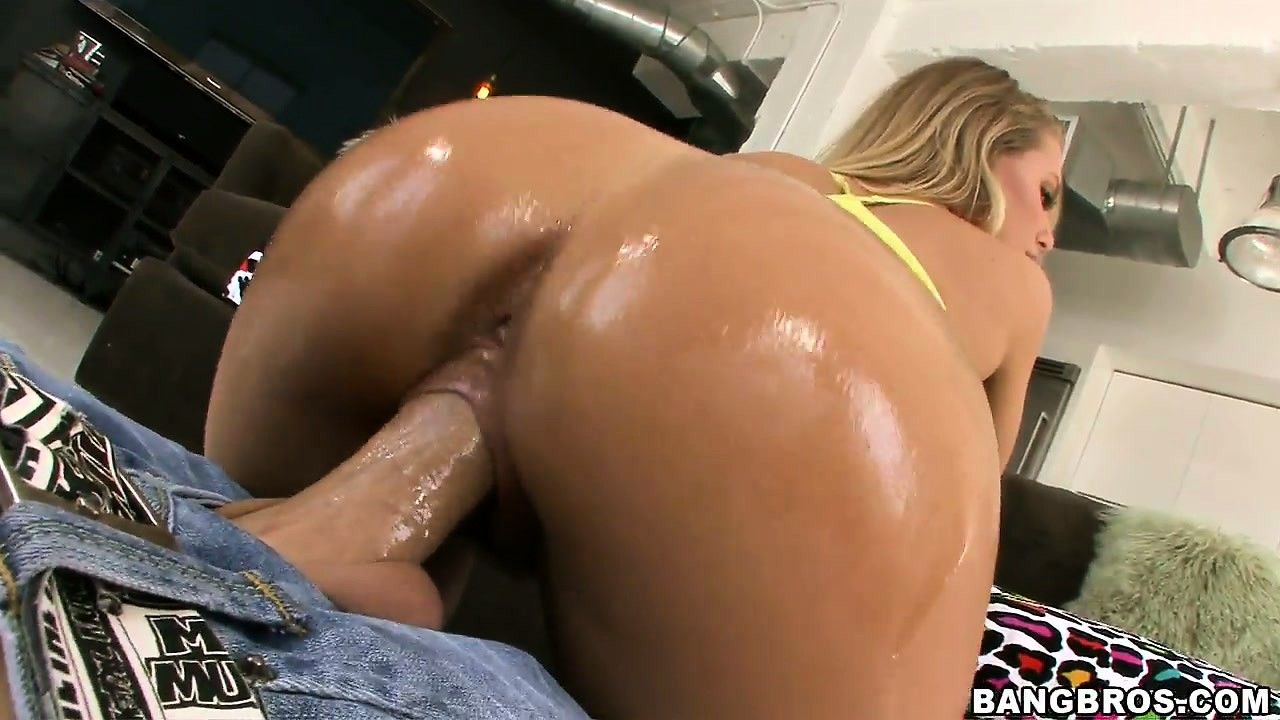 Porno Video of Blonde Babe Nicole Aniston Riding Cock After Getting Her Big Ass Worshipped