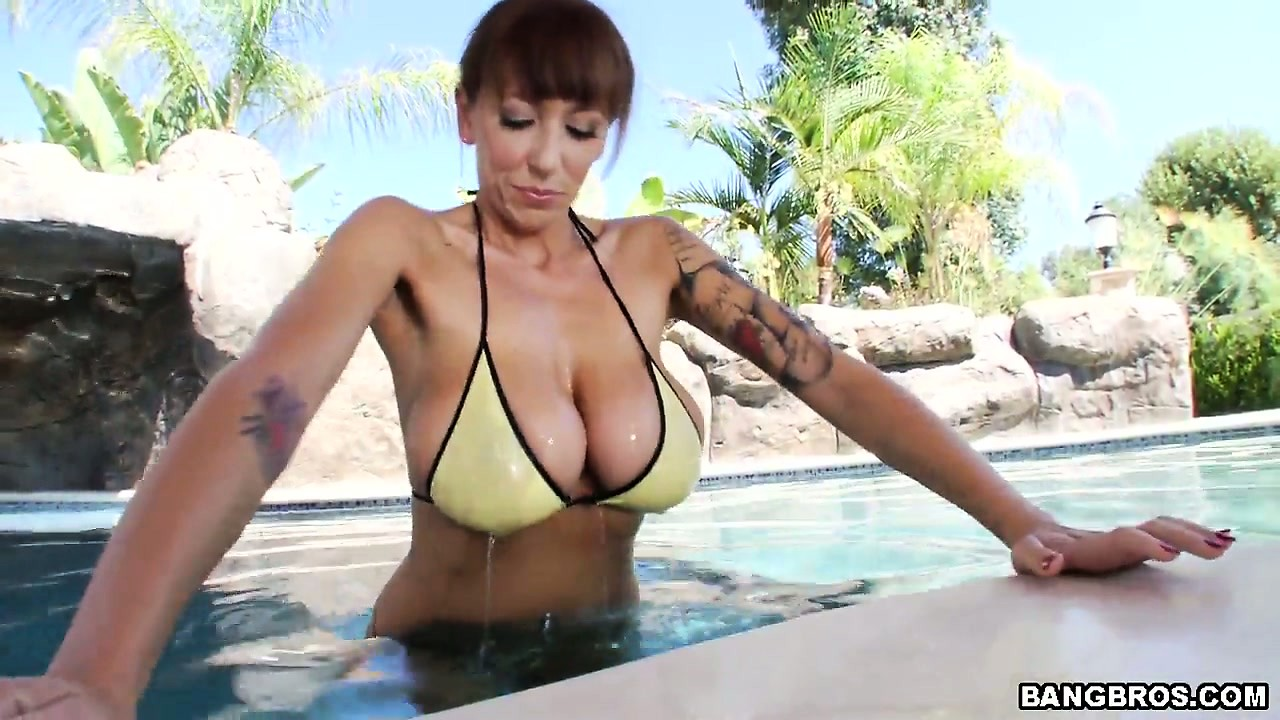 Porno Video of Brunette Milf With Huge Tits Showing Her Naked Body To Tease A Horny Dude