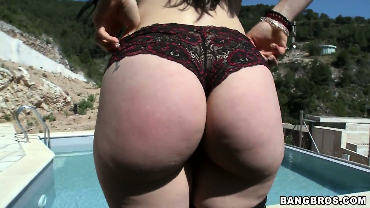 Porno Video of Marvelous Latina Babe Displays Her Heart-shaped Ass And Huge Tits By The Pool