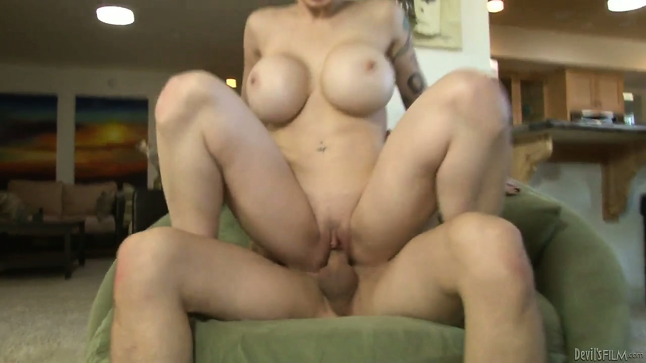 Porno Video of She Spreads Wide To Inhale His Cock In Her Snatch And In Her Mouth