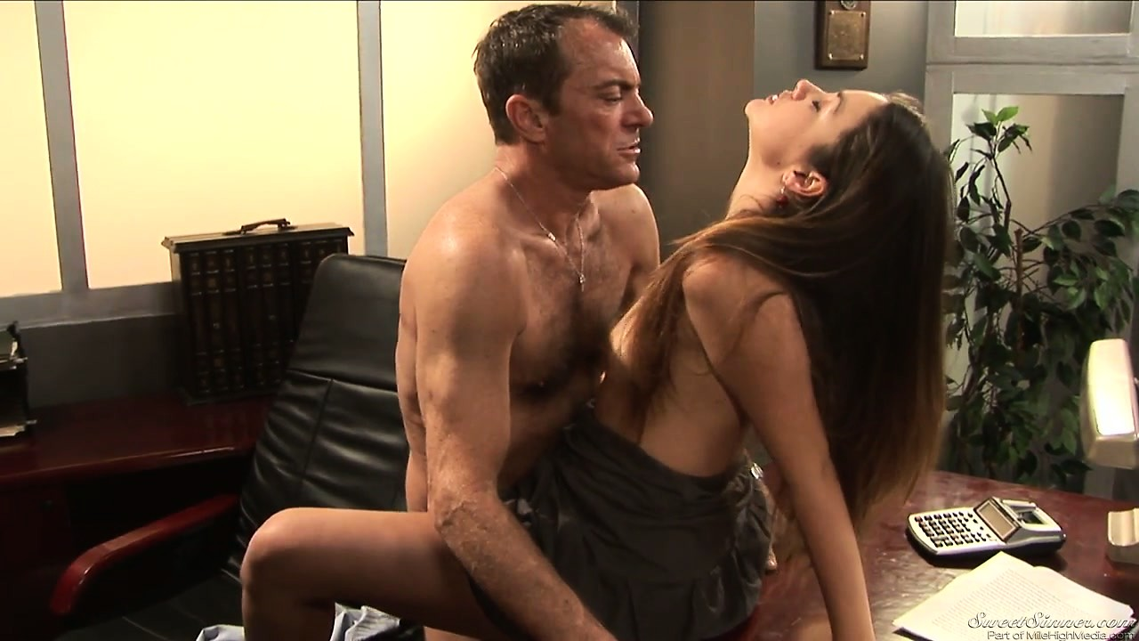 Porno Video of Petite Bimbo Gets Down With His Boss And Gets Fucked On A Desk