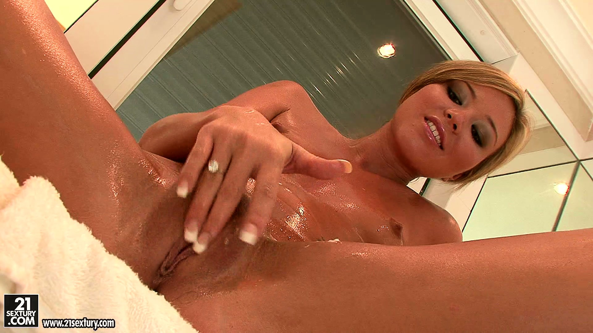 Porno Video of Sexy Blonde Hottie Soaps Up Her Sweet Ass And Masturbates In The Bathroom